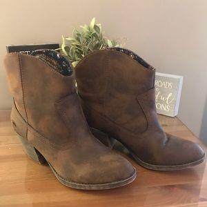 New RocketDog ankle cowboy boots Size 9M